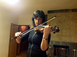 Květa Hynková s houslemi