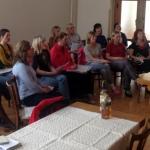 ..a zpíváme - ženy - vede odhodlaně Katka Kovandová
